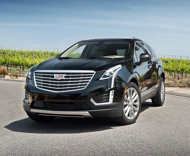2017-Cadillac-XT5-AWD-36-Platinum-front-three-quarter